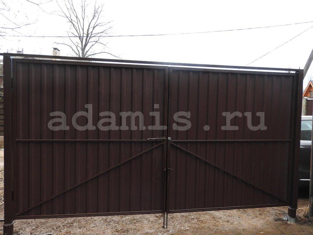 Распашные ворота для дачи из профнастила высота 2 м на свайном фундаменте